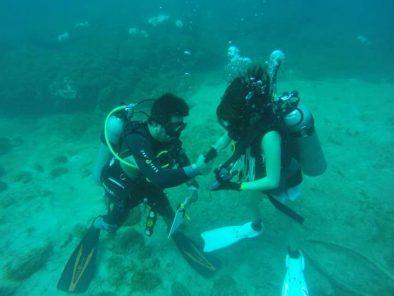 Two people enjoying the Samara's diving tour