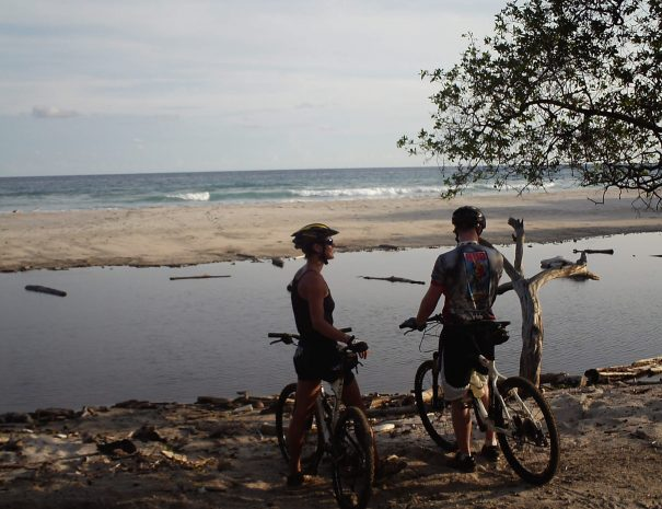 Two people resting during the bike tour